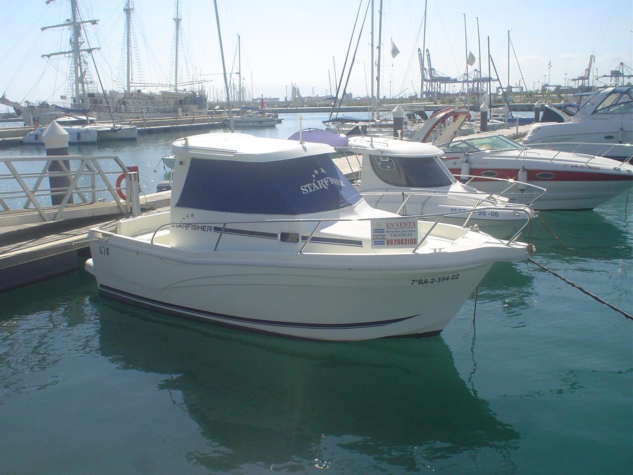Mantenimientos en una embarcación en la costa gallega